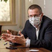 Profesor Dušek: Nakažených koronavirem jetřikrát více, než odhalí testy. Zkreslená data vústavu nemáme