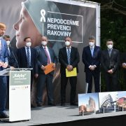 Stát chce účinněji bojovat proti rakovině, pomoci má osvěta, prevence inová odborná pracoviště